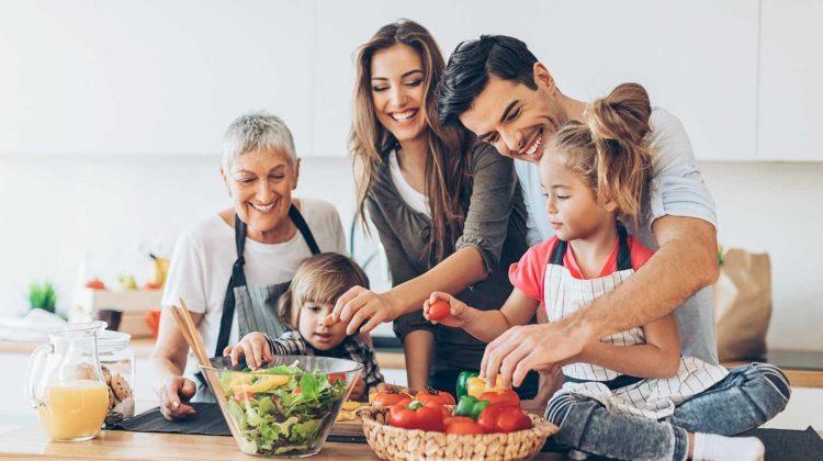 Ασφαλής κουζίνα για οικόγενειες με μικρά παιδιά.